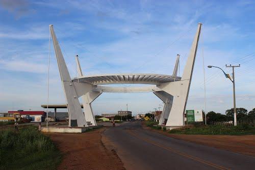 Portal na entrada da cidade de Alto Santo – CE