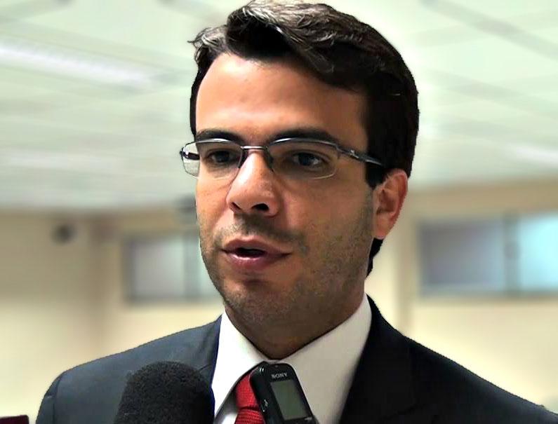 Dr. Léo Junqueira