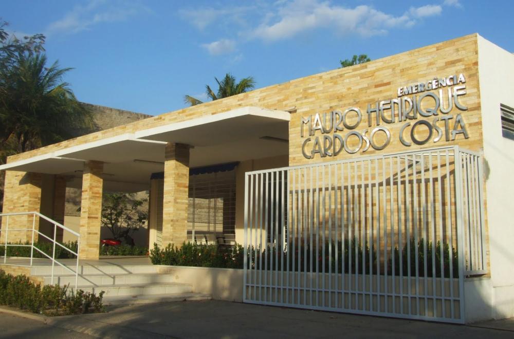 Fachada da Emergência do Hospital Regional Dr. Deoclécio Lima Verde, em Limoeiro do Norte.