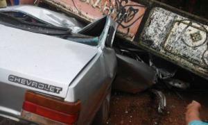 Veículo chevette fica danificado devido a acidente